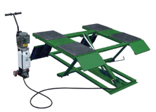 LOW-RISE SCISSOR LIFT